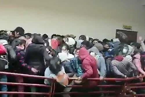 Tragedia en El Alto: Jóvenes sufren caída en edificio de la UPEA y hay tres fallecidos