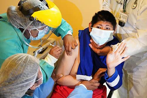 Personas con discapacidad de La Paz reciben primera dosis de la vacuna contra el COVID-19l