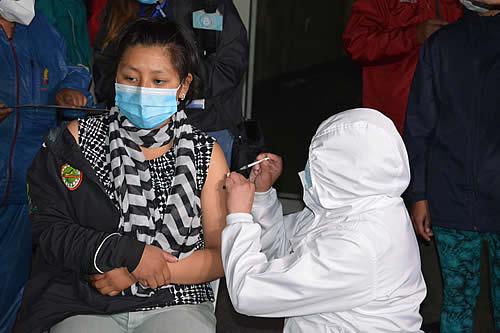 Por tercer día consecutivo, en Bolivia se superan los dos millares de casos COVID-19