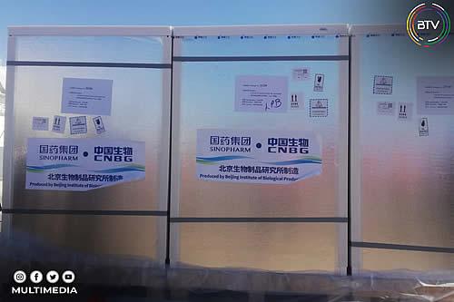 Bolivia recibe un nuevo lote de 500.000 vacunas y 1.700 cajas de medicamento Propofol para luchar contra el COVID-19