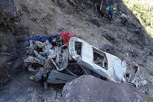 Al menos 20 fallecidos y 33 heridos dejan diferentes accidentes de tránsito en La Paz