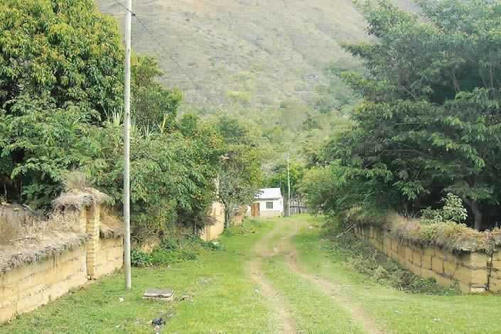 Comunidad de Santa Cruz, Valle Ameno