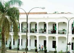 Edificio Central del Gobierno Autónomo Municipal de Santa Cruz de la Sierra (Casa Vespa Mercado y Casa Zeller, Villinger & Cía.)