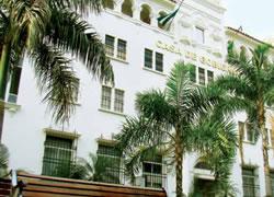 Edificio de La Casa del Gobierno Autónomo Departamental de Santa Cruz (Banco Central de Bolivia y Banco del Estado)