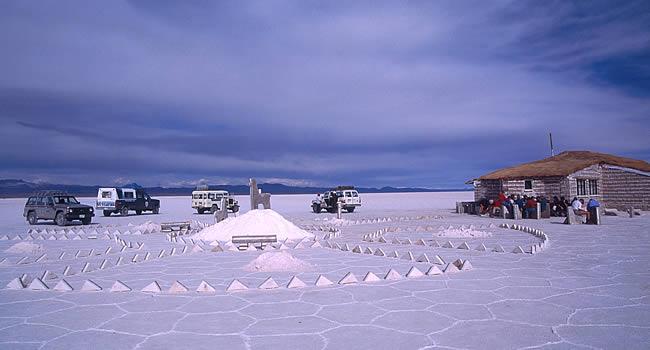 Turismo en Bolivia:  Salar Uyuni y Pueblo de Uyuni